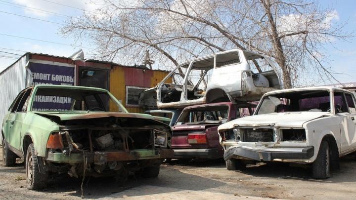Кладбище брошенных машин: смотрим, куда вывозят автохлам из челябинских дворов