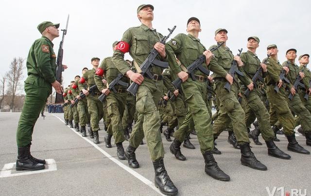 В Волгограде прошла первая тренировка военного парада к Дню Победы