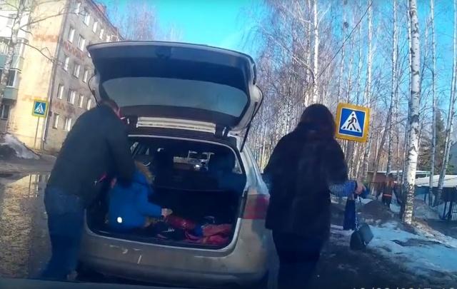 Детский омбудсмен объяснил перевозку ребенка в багажнике авто в Угличе