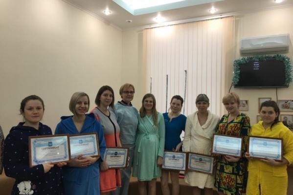 Молодые мамы получили денежные сертификаты от города