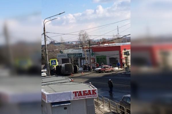 Пассажирку маршрутки увезли в больницу