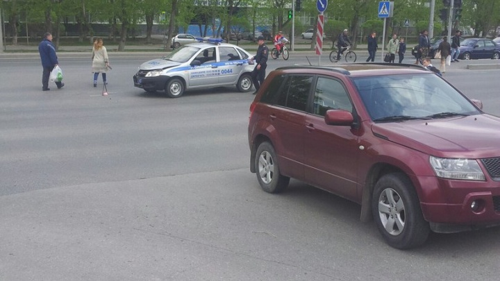 В Тюмени машина Росгвардии врезалась в автомобиль Suzuki: есть пострадавшие