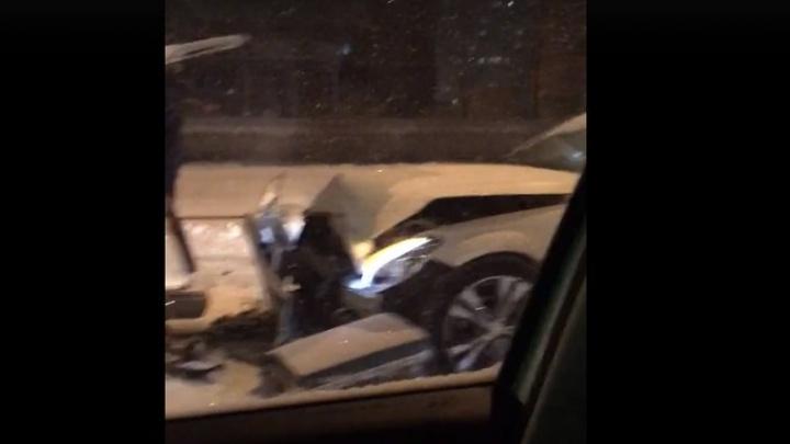 Тюменец выехал на встречку и собрал на своем пути три автомобиля: ДТП на Широтной
