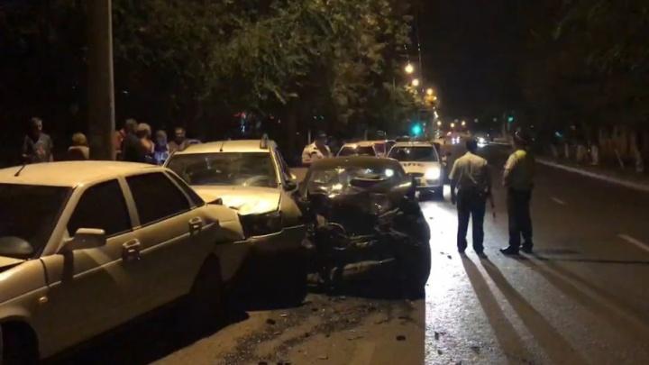 Столкнулись «гармошкой»: на Агибалова в ДТП пострадали четыре легковушки