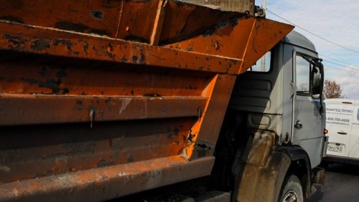 В Ростовской области мужчина взял в аренду КамАЗ и сдал его на металлолом