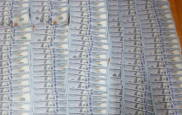 Украинец хотел незаконно вывезти из Ростова 50 тысяч долларов