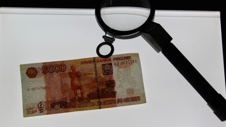 Купили фальшивки на рынке: двух самарцев отправили в колонию за сбыт 170 тысяч поддельных рублей