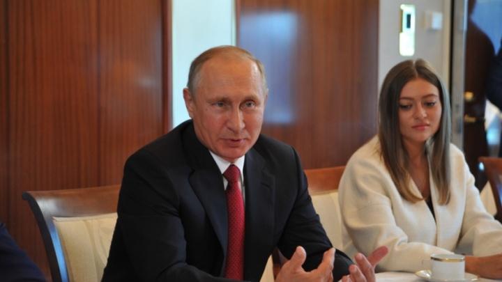 Владимира Путина в Ярославле покатали на теплоходе по Волге