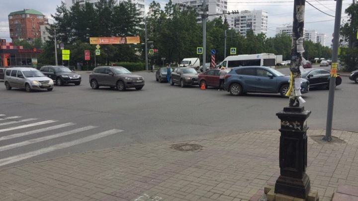 Общественный транспорт в районе ЮУрГУ встал из-за массового ДТП