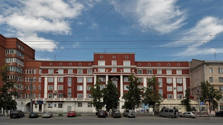 Челябинец шесть лет пытается продать свою квартиру в центре города