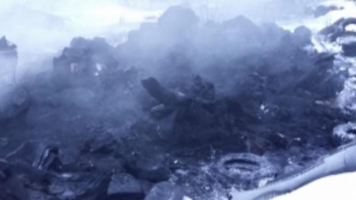 В Ярославской области сгорел склад покрышек