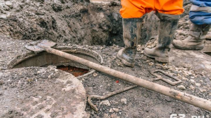 В Самаре жители переулка Электриков проложили водопровод через канализацию