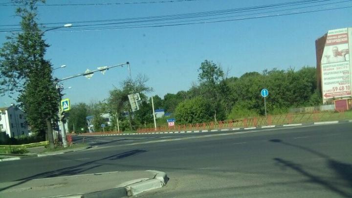 На Московском проспекте светофор повис над проезжей частью