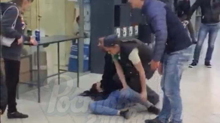 Ростовчанка подралась с охранником и кассиром гипермаркета на Западном