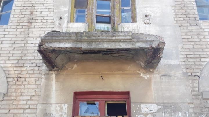От опасного дома-призрака жителей Волгограда спасли суд и прокуратура