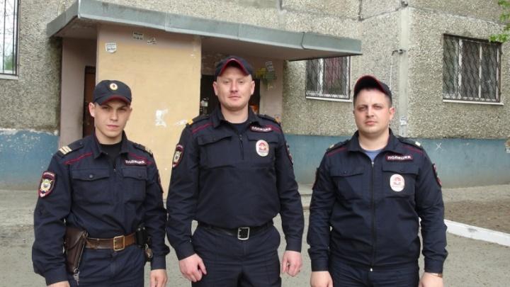 Полицейский через окно забрался в горящую квартиру на улице 30 лет Победы и спас пожилого мужчину