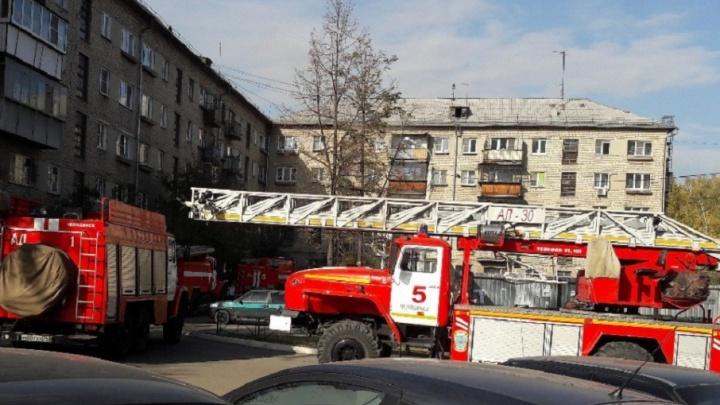 Снимали из окон по лестнице: на пожаре в пятиэтажке спасли 10 челябинцев