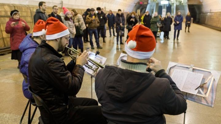 Волгоградский духовой оркестр устроил концерт на подземных станциях скоростного трамвая