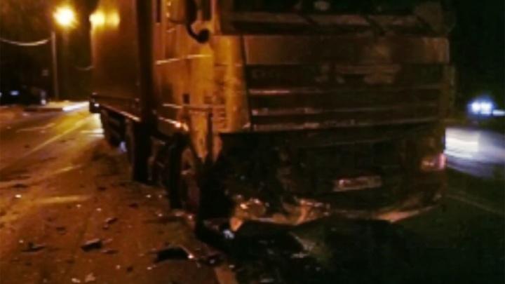 Страшная авария в Ярославской области: столкнулись легковушка, «Газель» и фура