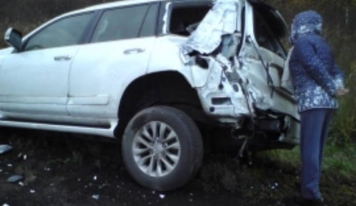 В Ростовском районе грузовик вытолкнул в кювет легковушку