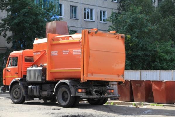 Старые контейнеры для мусора заменят на новые, сделанные из пластика