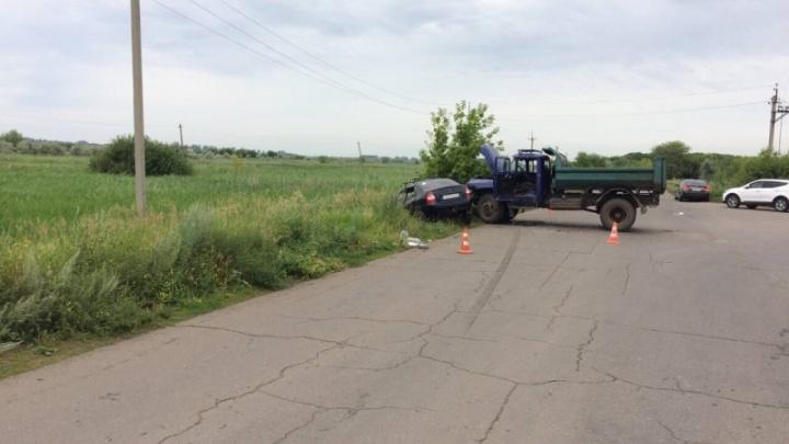 Под Тольятти ЗИЛ снёс «Калину» с дороги: пострадали трое взрослых и трое детей