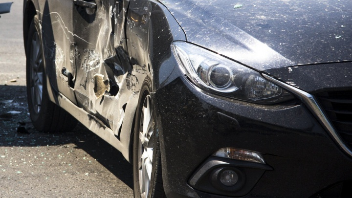 На Крупской столкнулись Dodge и Volkswagen: пострадали два пассажира