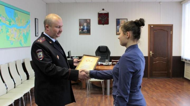 В Рыбинске девушку, бросившуюся в погоню за ворами, наградила полиция