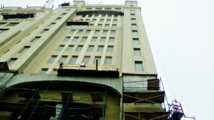 В Самаре завершают остекление фасада первого пятизвездочного отеля