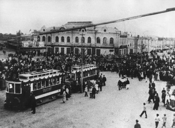 Народное собрание на городской площади, 1917 год
