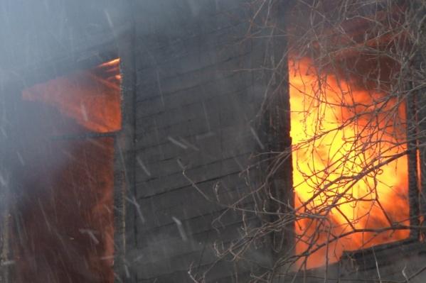 В обоих случаях косвенной причиной пожара стала интенсивная топка