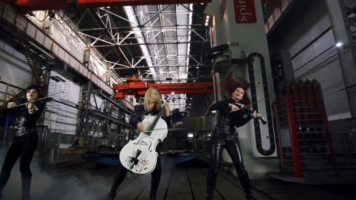 Среди станков и агрегатов: скрипичное трио исполнило песню Rammstein на сызранском заводе