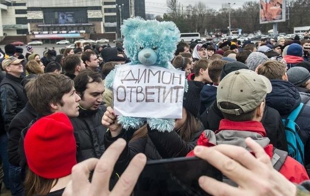 Медведев отказался отвечать на вопрос депутата из Ростовской области о фильме Навального