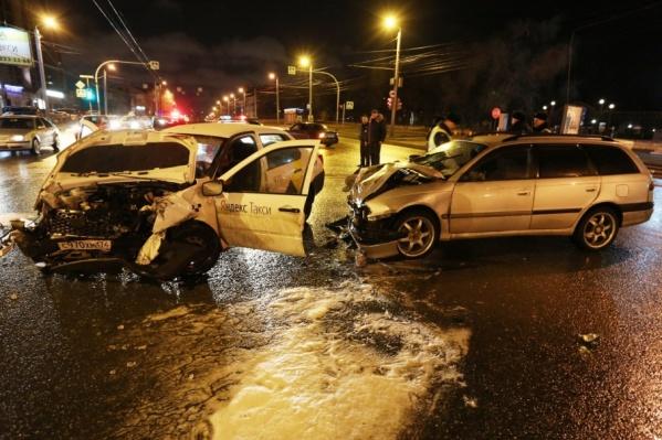 При столкновении машин пострадало четыре человека, один скончался на месте происшествия