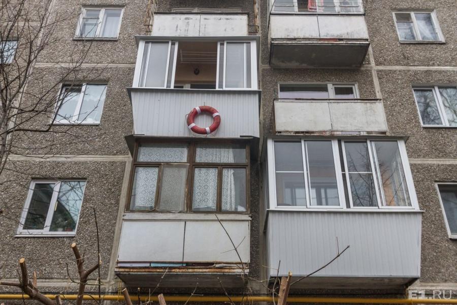Спасательный круг на всякий случай: сегодня ты живёшь на 3-м этаже, после дождя может и подтопить.