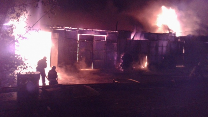 Полиция нашла поджигателя, спалившего склад за челябинским торговым комплексом