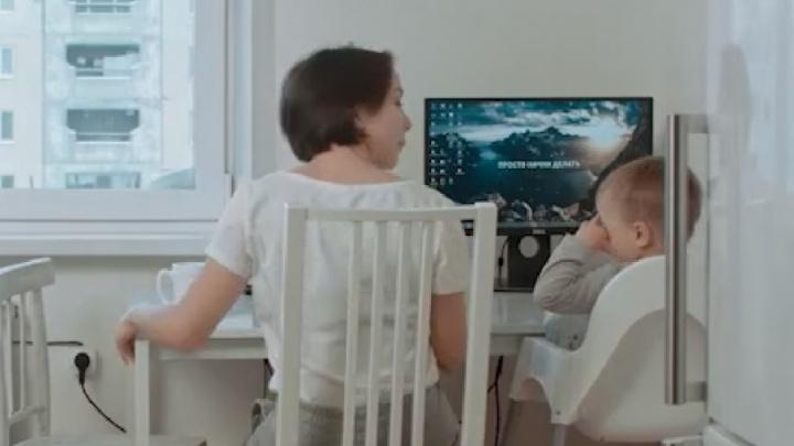 «Продвинутые» мамы успевают больше: видеолайфхак к 8 Марта