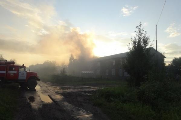 Пожар произошел накануне около семи вечера