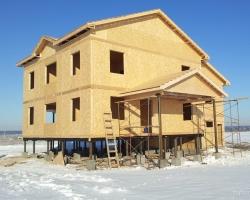 На строительстве домов из СИП-панелей предложили экономить