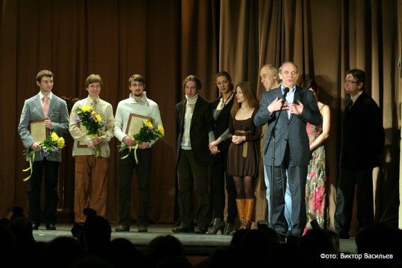 Лауреатов-студентов представлял ректор петербургской Театральной академии Лев Сундстрем