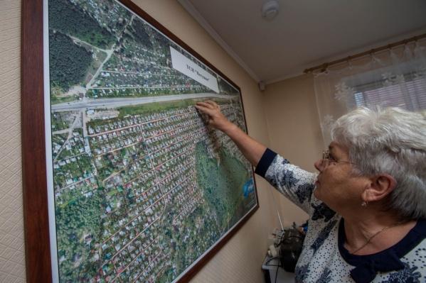 Председатель «Петушка» Галина Котова боится сообщать новость о сносе пожилым садоводам