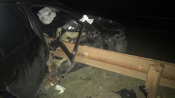 Челябинец насадил свой автомобиль на дорожное ограждение на трассе