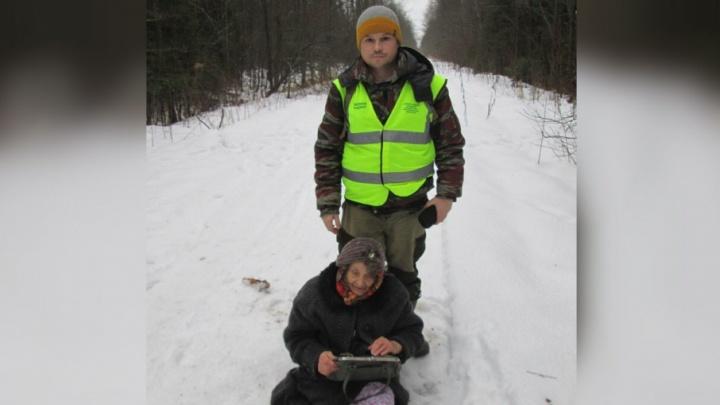 Лесной инспектор спас замерзающую в cнегу бабушку