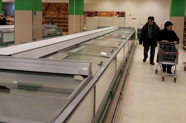 За два часа из магазина вынесли почти все товары