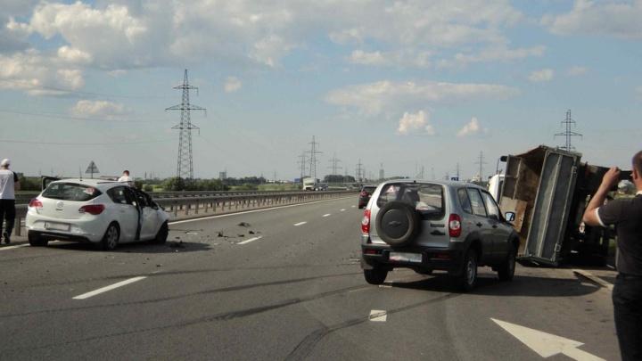 В Приморском районе на М-8 произошло тройное ДТП