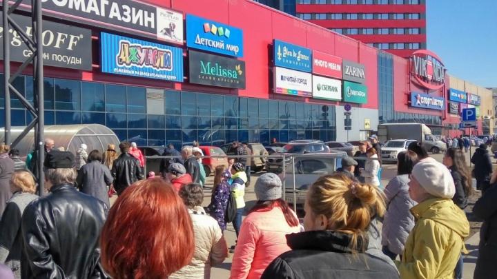 В Ярославской области эвакуировали крупный торговый центр
