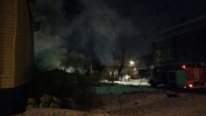 Тюменцев напугал ночной пожар на Пароходской улице