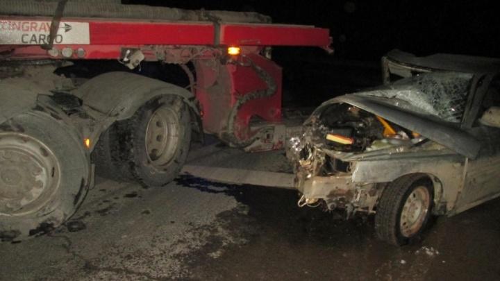 На прикамской трассе ВАЗ при обгоне столкнулся с фурой. Погиб пассажир легковушки