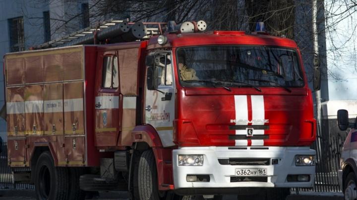 Крупный пожар вспыхнул в Пролетарском районе