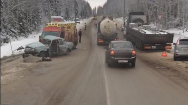 В Березниках столкнулись четыре автомобиля: два человека погибли